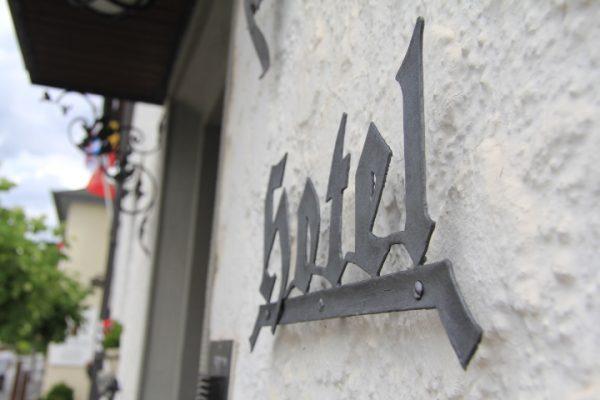 Schriftzug Hotel Galerie Riesling Trittenheim